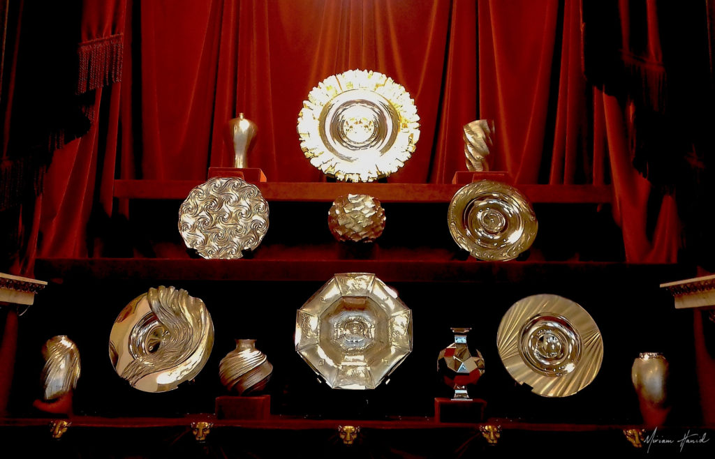 Miriam_Hanid_Goldsmiths_Hall_Modern_Plate_Display